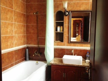 SUTTON EUROSTYLE HOTEL - Bathroom  - #0