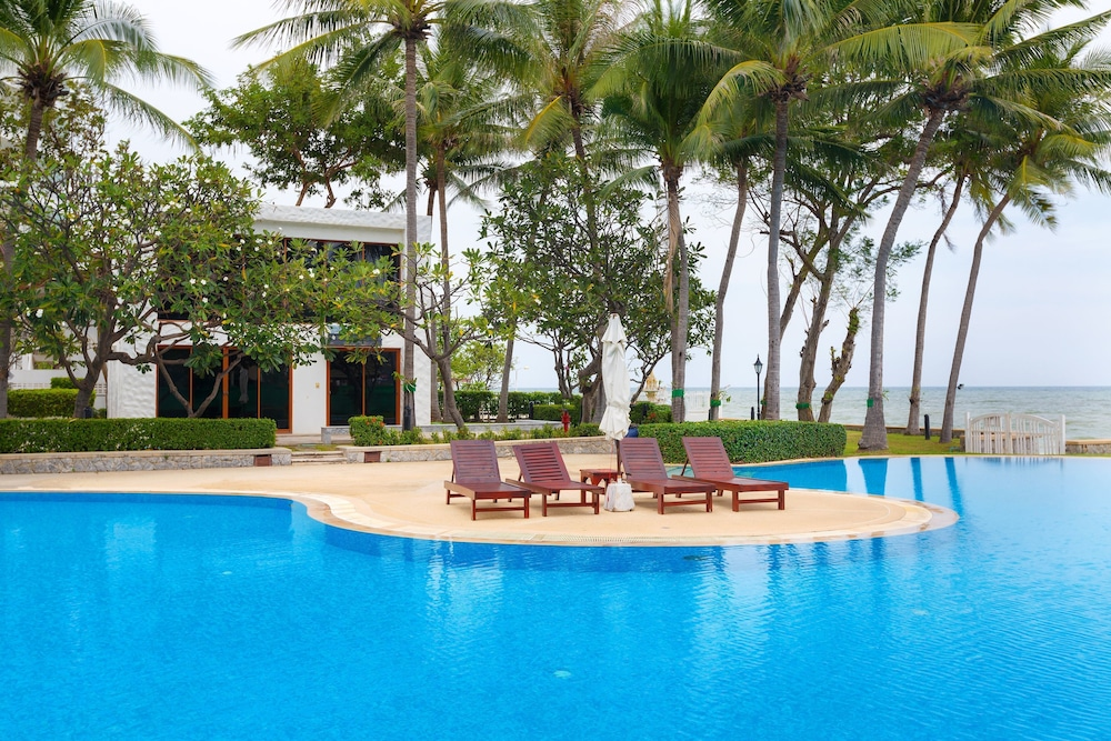 Baan LonSai Beachfront Condominium