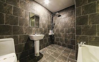 Moon Hotel - Bathroom  - #0