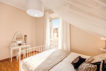 Elegant Apartment Behind The Colosseum - Guestroom  - #0