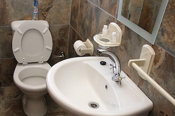 Airport Bed and Breakfast - Bathroom  - #0