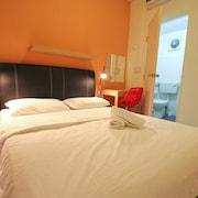 橙色佩考旅館