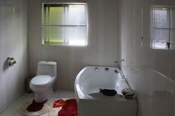 Nomads Court Lodge - Deep Soaking Bathtub  - #0