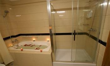 Oattara Thiri Hotel - Bathroom  - #0