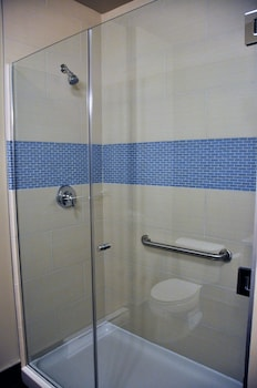 Best Western Plus Hotel Montreal - Bathroom  - #0