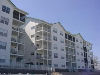 Newport 107 4 Bedroom Condo by Your Lake vacation