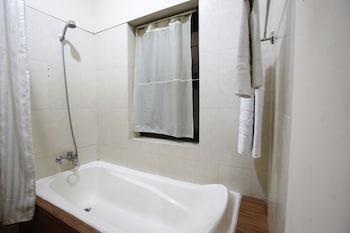RedDoorz @ Menteng - Bathroom  - #0