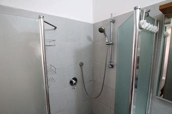 ArendaIzrail Apartments - Bat Yam - Bathroom Shower  - #0