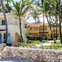 Los Corales Beach Village photo 27/41