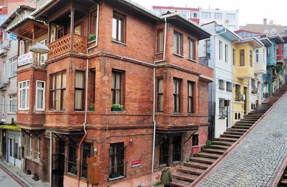 Akin House