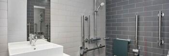 Holiday Inn Express Stockport - Bathroom  - #0