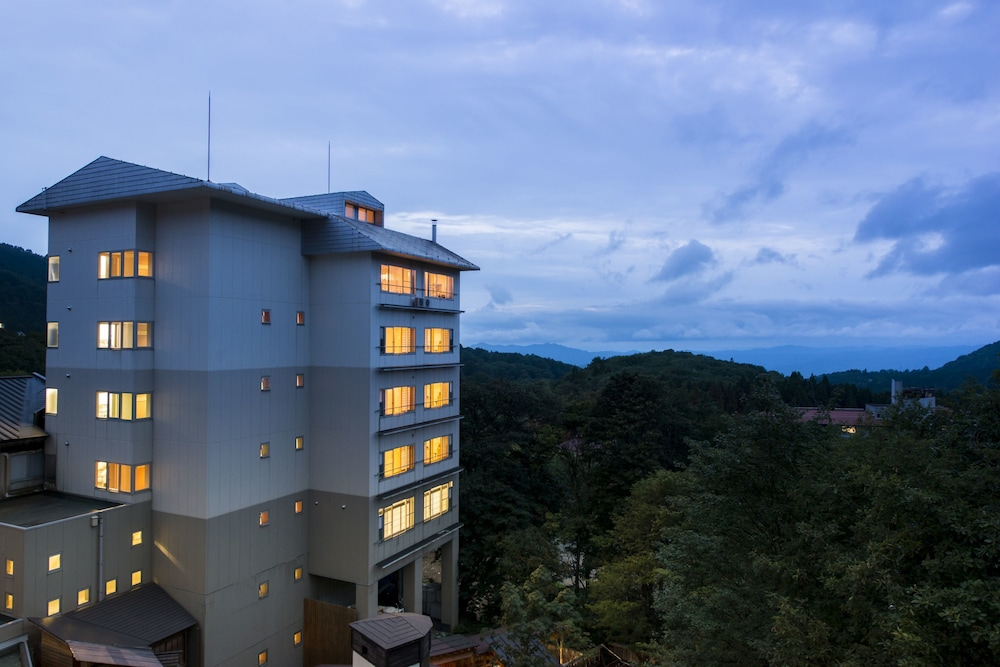 Hotel Lucent Takamiya