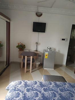 Hill View Hotel West Airport - Guestroom  - #0