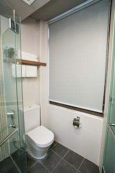 Champion Hotel City - Bathroom  - #0