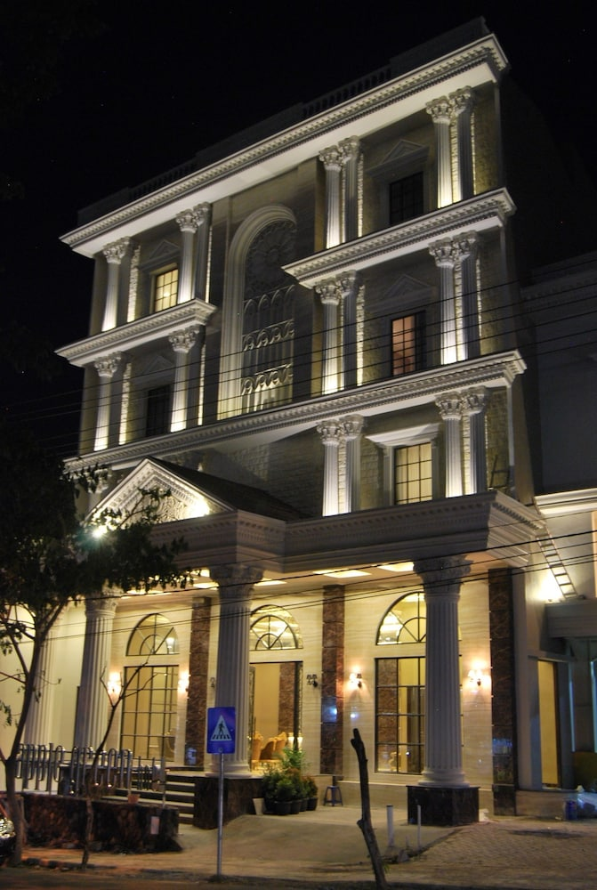Apple Green Hotel
