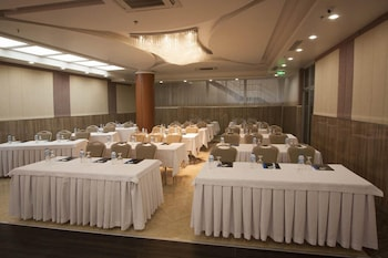 Forum Suite Hotel - Meeting Facility  - #0