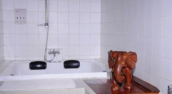 Boulder Garden Hotel - Bathroom  - #0