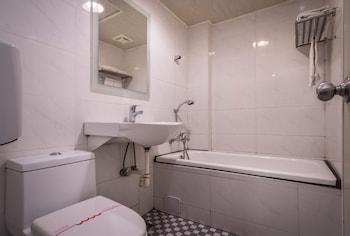 Golden Phoenix Hotel - Bathroom  - #0