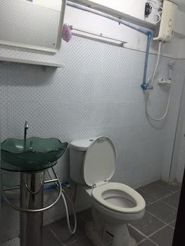Q6 At 6 - Hostel - Bathroom  - #0