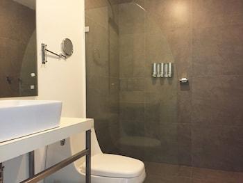 Basic Hotel - Bathroom  - #0