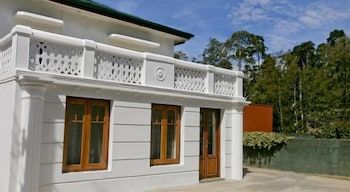 Photo for Golf Green City Bungalow in Nuwara Eliya