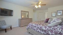 SPACIOUS 5 Bedroom Holiday home by Follow the sun vacation Rentals