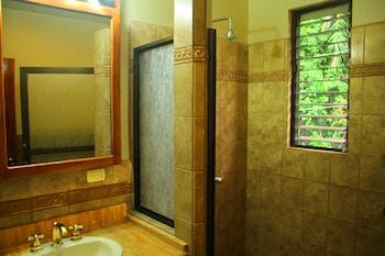 Jungle Vista Inn - Bathroom Shower  - #0