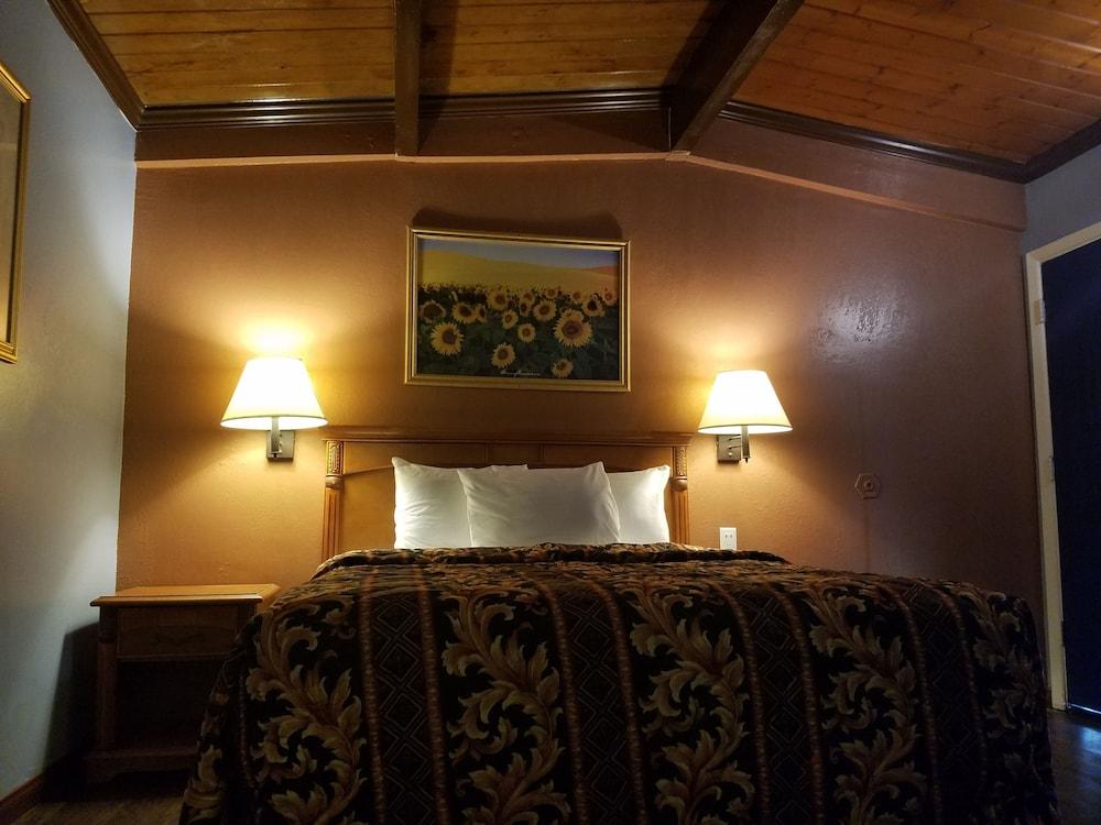 Del Aire Inn