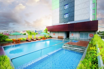 Ayola First Point Hotel Pekanbaru - Outdoor Pool  - #0