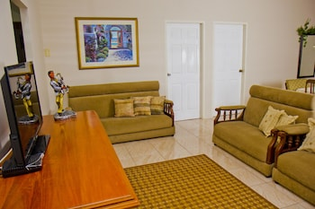 Port of Spain Windy Guest Apartment - Featured Image  - #0