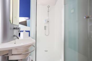 ibis budget Jakarta Tanah Abang - Bathroom  - #0
