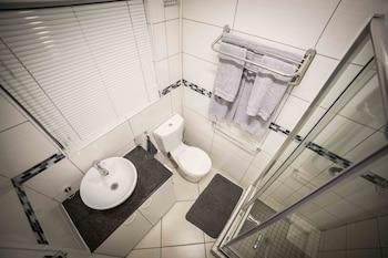 Maison d'Bosch - The Red Door - Bathroom  - #0