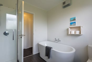 Rotorua Retreats - Bathroom  - #0