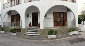 瓦梭拉斯客房飯店