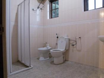 Nuwara Eliya Hostel by Backpack Lanka - Bathroom  - #0