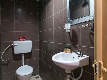 OYO Rooms Persiaran Mutiara Kuah - Bathroom  - #0