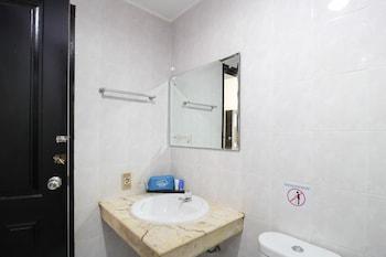 Airy Pasar Pagi KH Kholid 1 Samarinda - Bathroom  - #0