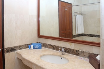Airy Lembuswana S. Parman Samarinda - Bathroom  - #0