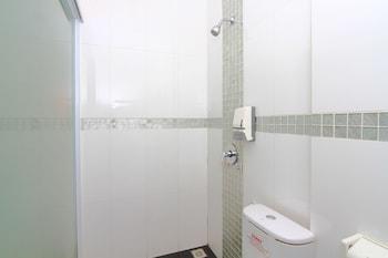 Airy Nagoya Dian Centre Baloi Batam - Bathroom  - #0