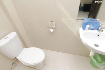 Airy Pontianak Selatan Imam Bonjol 89 - Bathroom  - #0