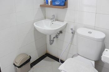 Airy Kiaracondong Ibrahim Adjie Bandung - Bathroom  - #0