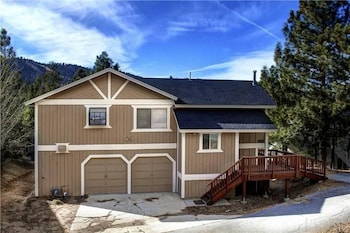 Yosemite Gold 3 Bedroom Holiday Home Near Bear Mtn Ski Resort By Gold Rush Resort Rentals