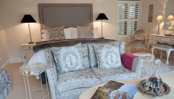 Fernwood Manor - Living Area  - #0