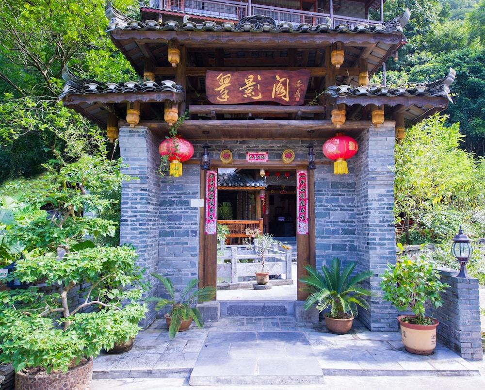 Yangshuo Scenic Mountain Retreat