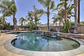 Sunny 5 Bed Home In Anaheim by RedAwning