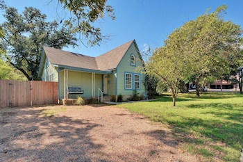 4BR North Loop Charmer in Austin by RedAwning
