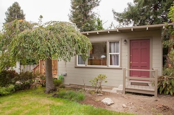 Private Cottage in Great Berkeley Location by RedAwning