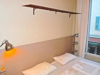 梅納迪爾港飯店