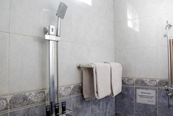 RedDoorz @ Lodaya - Bathroom  - #0