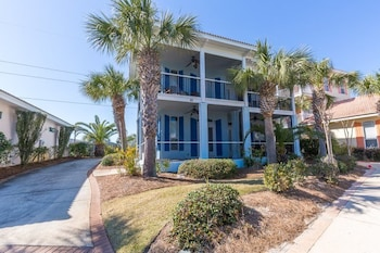 Fabulous Miramar Beach Home Close to Everything and Deeded Beach Access by RedAwning